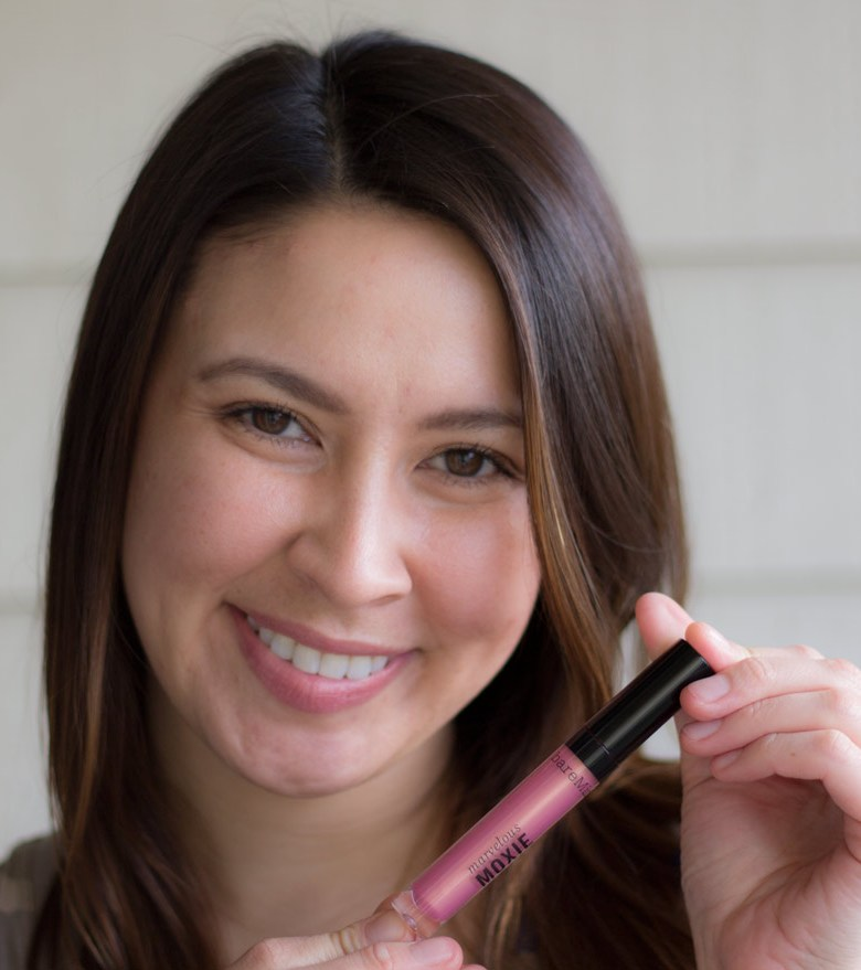 kimberlyloc wears bareMinerals marvelous moxie lip gloss in smooth talker
