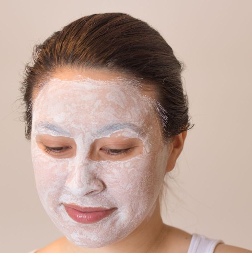 kimberlyloc wears living nature deep cleansing mask from saffron rouge
