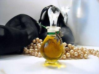 natural perfume little black dress esscentual alchemy