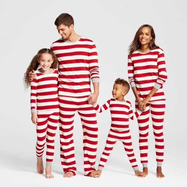 red_stripe_family_matching_pajamas