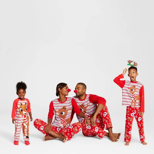 rudolph_family_matching_pajamas_christmas