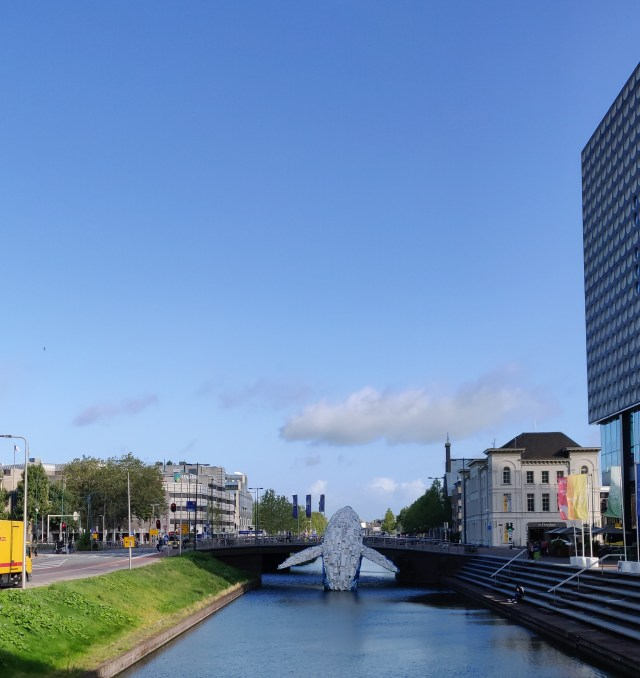 An artwork called Skyscraper, a whale made of discared plastic leaping out of the Catharijnesingel