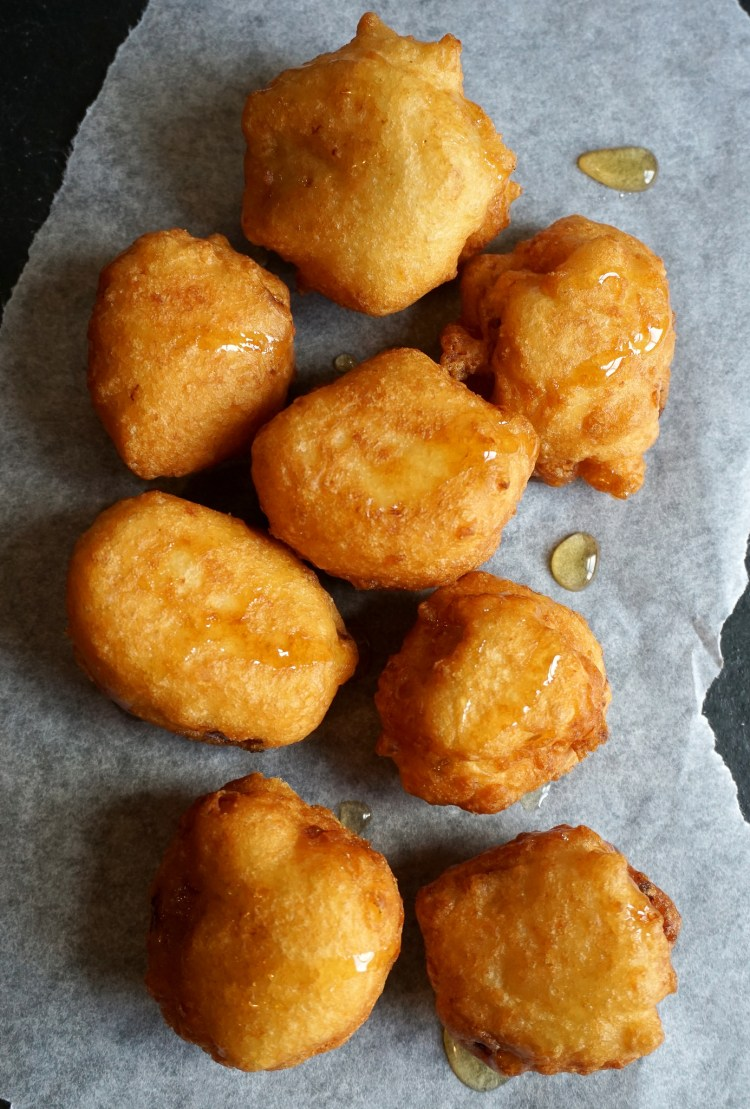 RECIPE: easy gluten free banana coconut fritters made with Doves Farm / Freee Foods gluten free self-raising flour   gluten free recipes   gluten free desserts   gluten free breakfasts   gluten free food   gluten free UK   Recipe by Kimi Eats Gluten Free