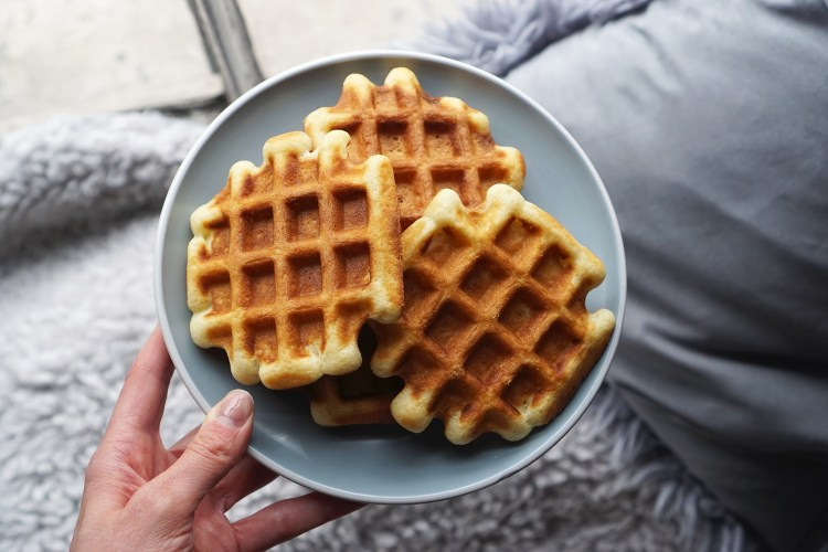 Perfect fluffy crispy gluten free waffles | gluten free recipes | gluten free breakfast | www.kimieatsglutenfree.com