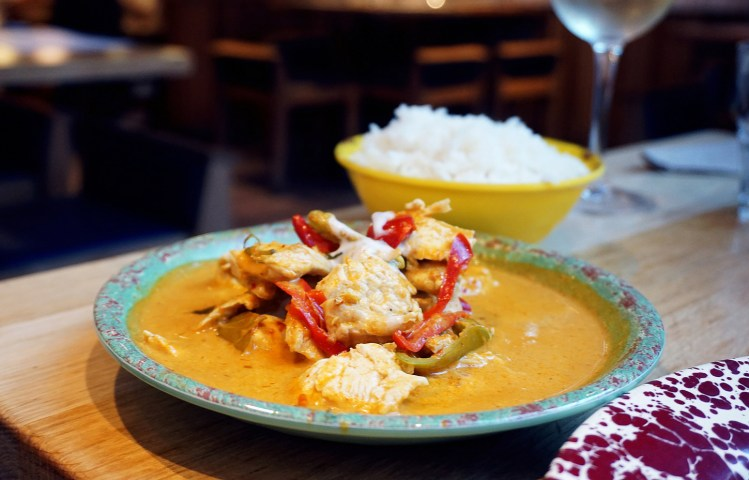 Gluten free Thai red curry and steamed jasmine rice from Rosa's Thai Cafe in Islington | gluten free Rosas's Thai Cafe | gluten free London