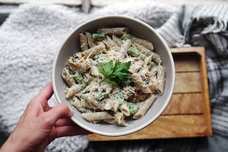 Creamy gluten free salmon and asparagus pasta made with Morrisons gluten free brown rice pasta and Philadelphia cream cheese | Gluten free recipes | Easy recipes | Kimi Eats Gluten Free recipes