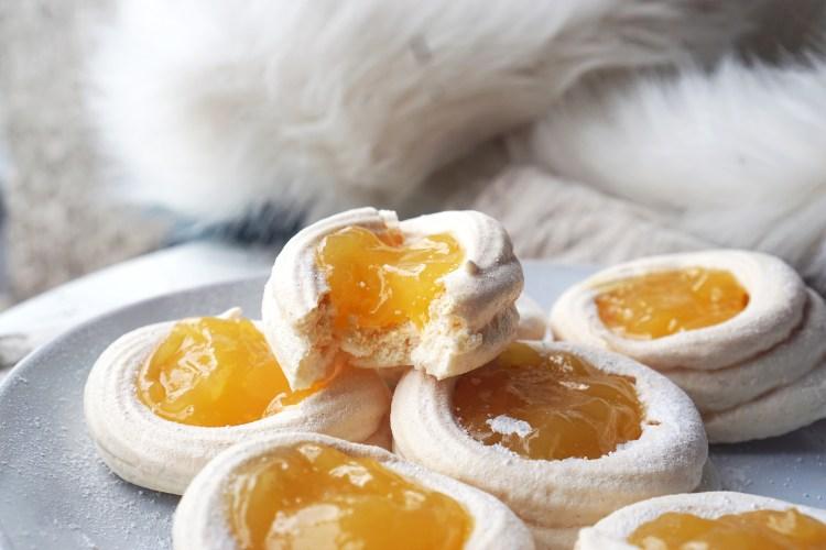 Mini meringue nests filled with lemon curd