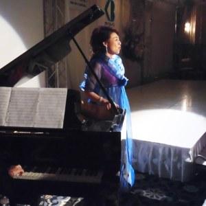 佐藤晶子さんの歌声に皆さん聞き入っていました。