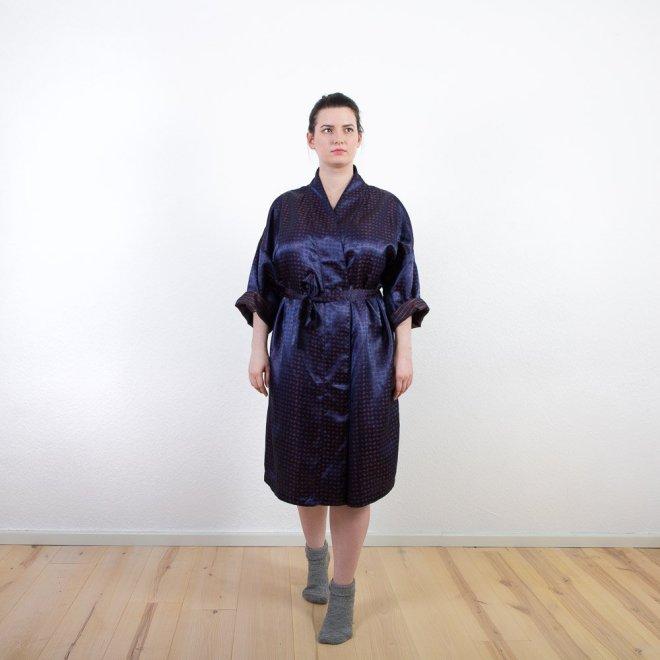 Exklusiver Kimono in dunkelblau | Krawattenmuster | Credits: KimonoManufaktur