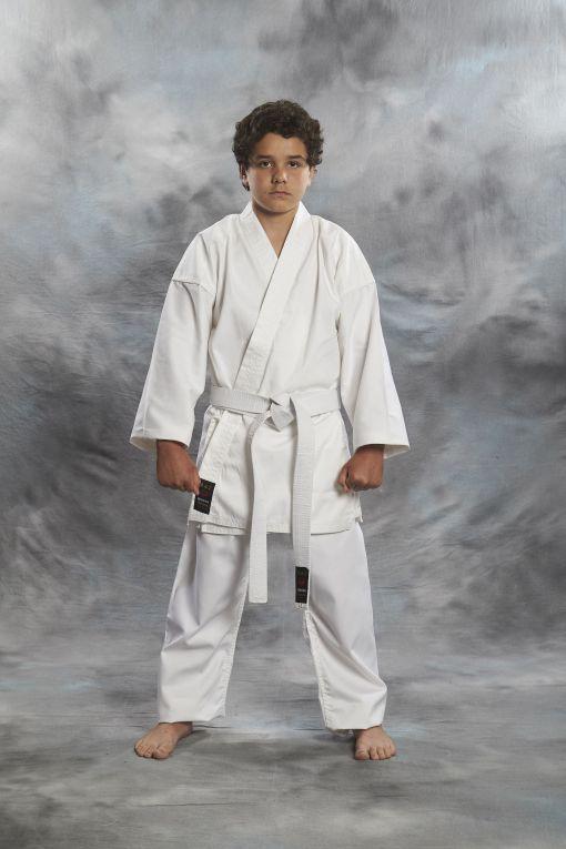 Karate Gi Shoshin 8OZ de color blanco