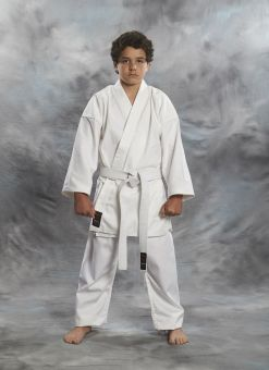 Karate Gi Shoshin 8OZ de color blanco