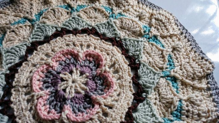 Sophie's Universe crochet blanket, Part 3 – http://www.kimwerker.com/blog