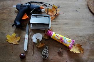 Um den Kastanien Zwerg zu basteln braucht Ihr nur Werkzeug und Bastelmaterial das leicht zu bekommen ist. Foto. (c) Kinderoutdoor.de