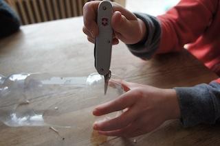 Nun bohrt Ihr die Löcher für für die Sitzstange. Foto (c) Kinderoutdoor.de