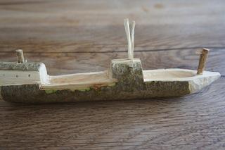 Nun könnt Ihr die Details am Holzschiff ausarbeiten. Foto (c) Kinderoutdoor.de