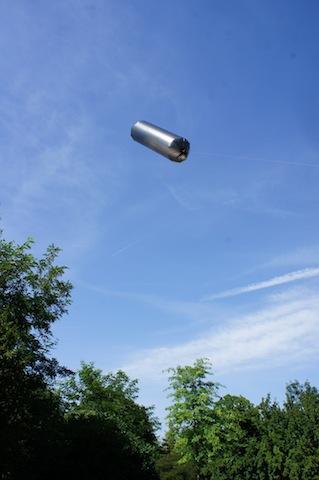 Was für ein toller Anblick. Der Zeppelin fliegt nur durch die Kraft der Sonne. Foto (c) Kinderoutdoor.de