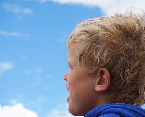 child looking at sky