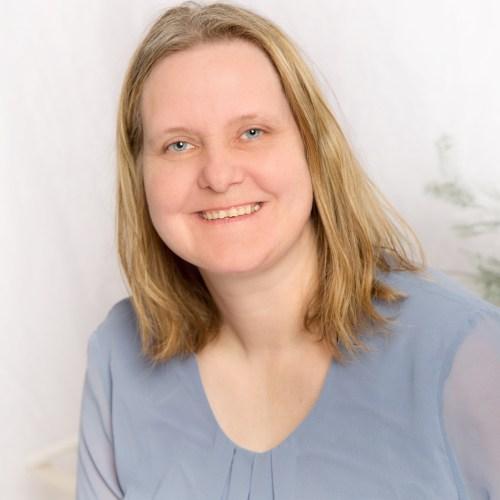 Kirsten Holst
