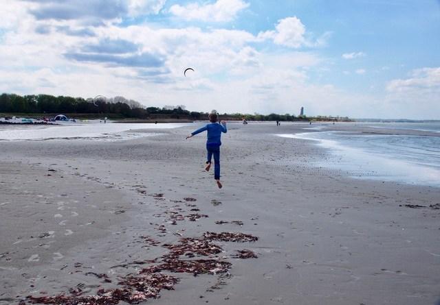 hier fliegen die Kinder - Strand von Stein