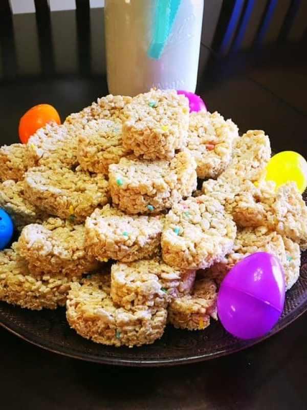 Easter Egg Rice Krispy Treats (6)