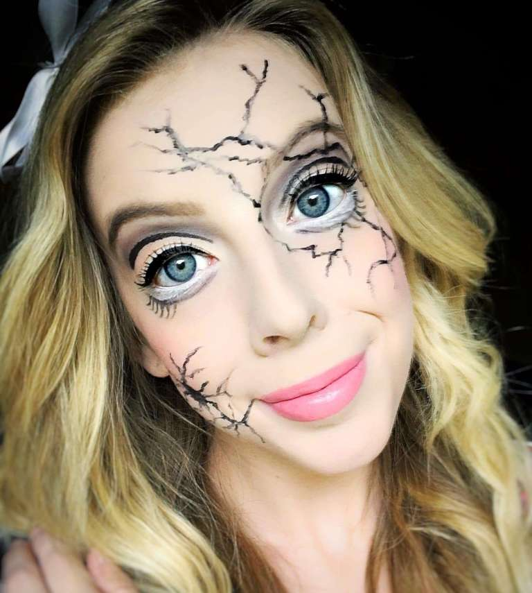 Cracked Doll Makeup -These 5 Pretty + Easy Halloween Makeup Looks will inspire you to get creative with your makeup this year for Halloween. From pretty and girly to spooky and scary, these makeup looks are perfect for wearing to all your Halloween parties!
