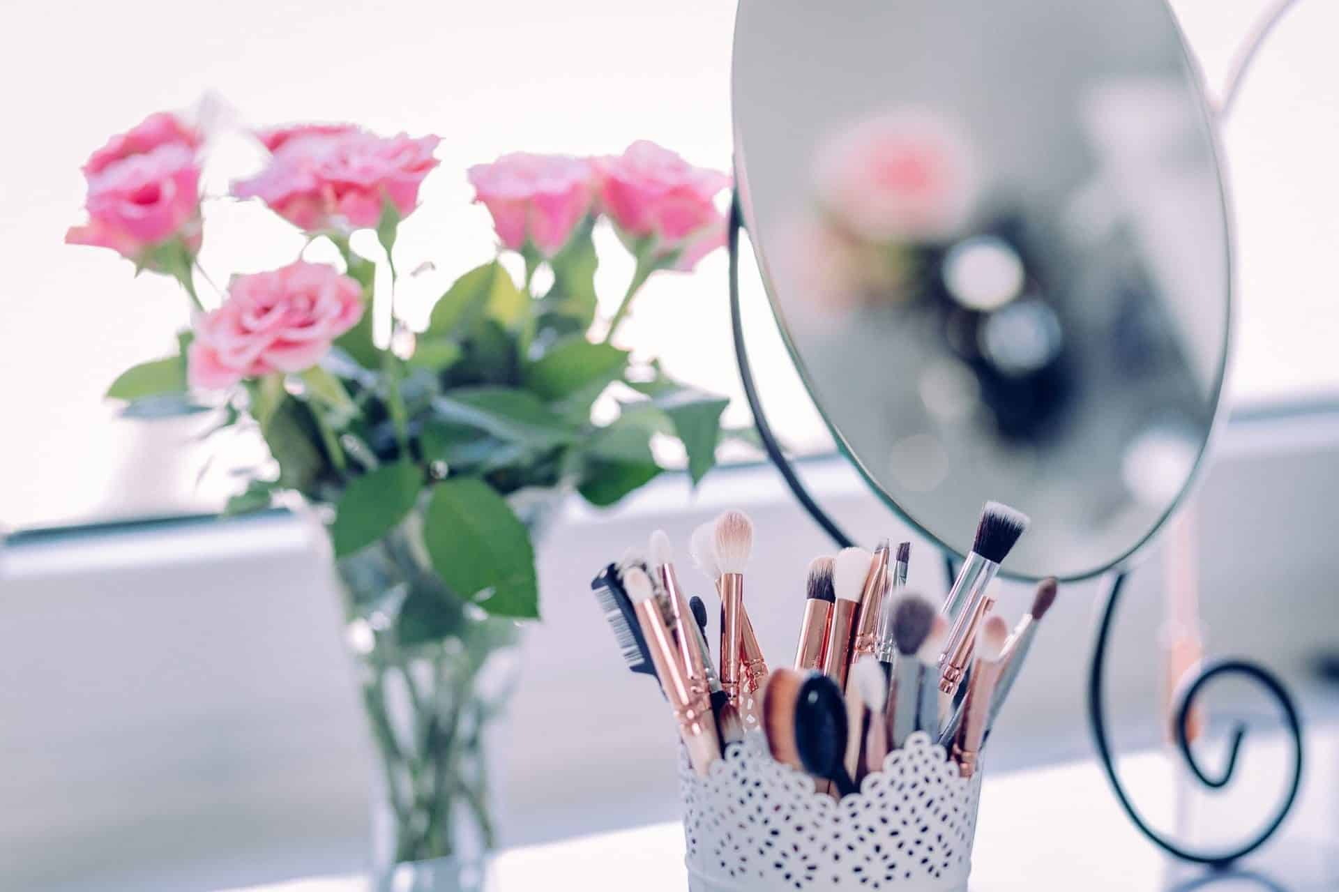 The Ultimate Makeup Brush Buying Guide- The Brushes You Really Need And How to Use Them!