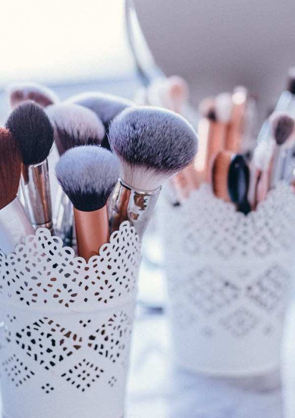 The Ultimate Makeup Brush Guide