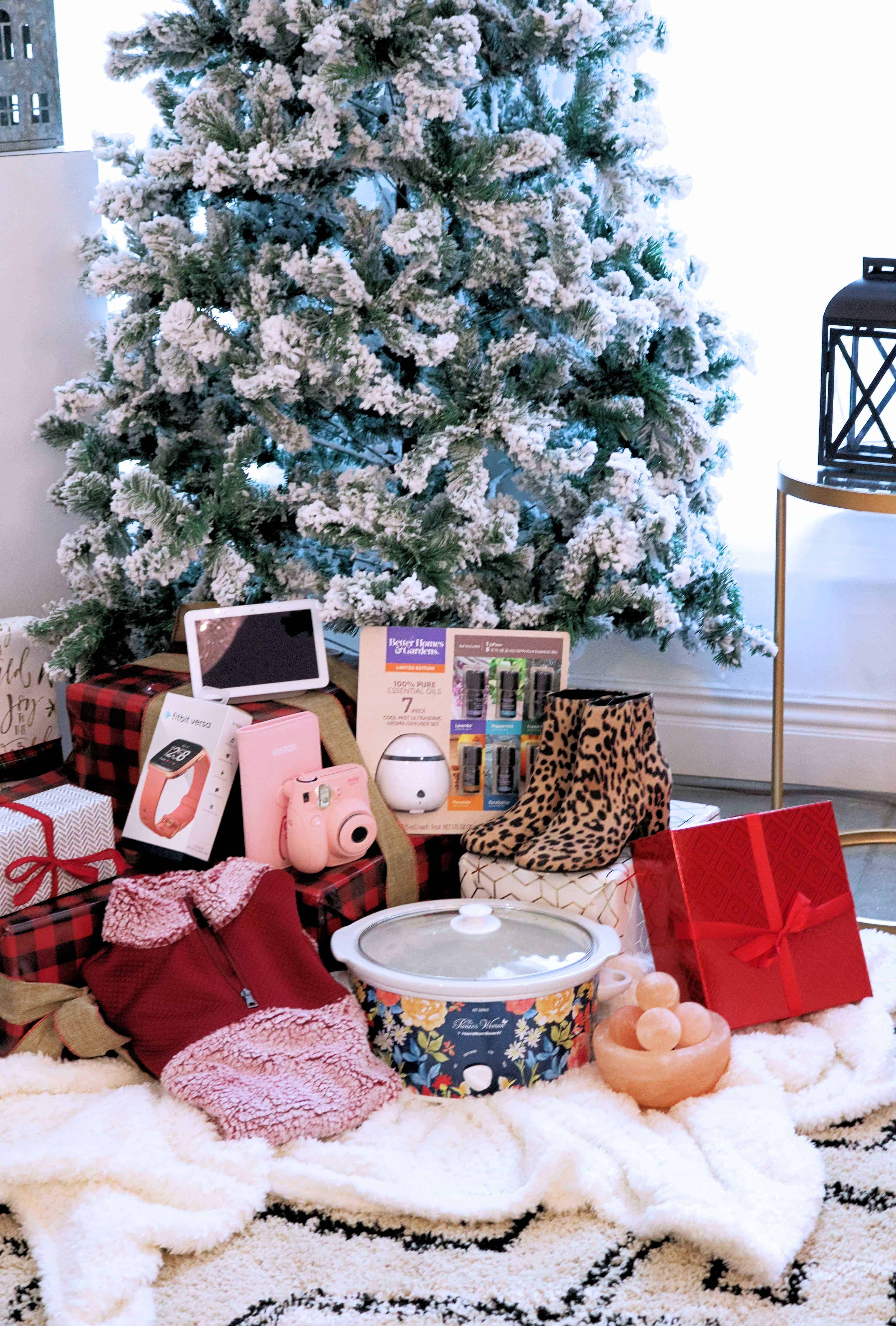 Looking for the perfect Christmas gifts for her this year? Check out my roundup of the Hottest Black Friday Gifts For Her at Walmart, with tons of pampering gifts she'll love. Even better, they're all at affordable prices! #sponsored #blackfriday #WalmartSKM #blackfriday2018 #lightupblackfriday #christmasgifts #giftsforher @Walmart