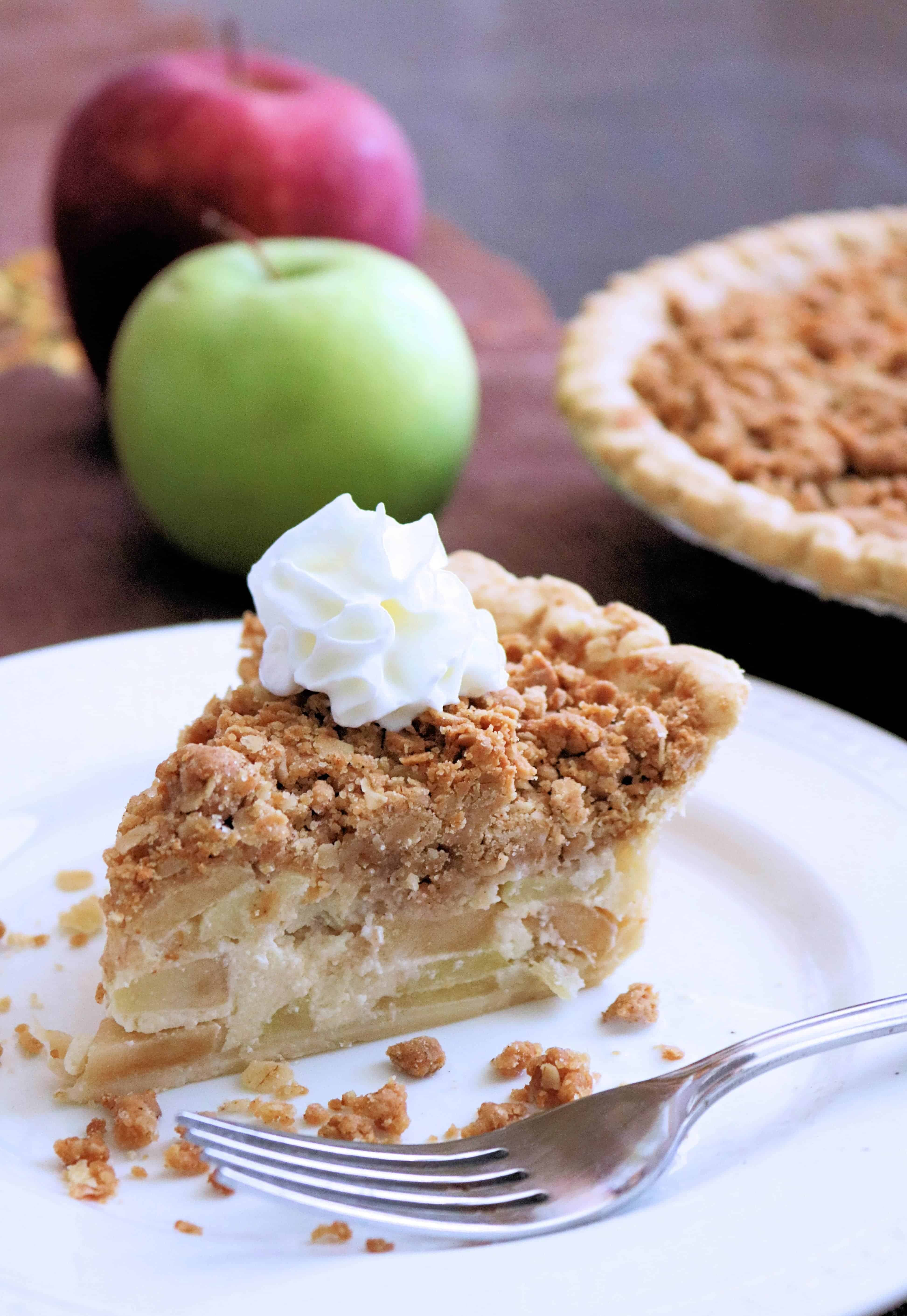 Looking for the best apple pie recipe? Featuring sweet and tart apples and a delicious peanut butter and oats crumble topping this Peanut Butter Apple Crumb Pie is the best apple crumb pie you'll ever eat! #applepie #applepierecipe