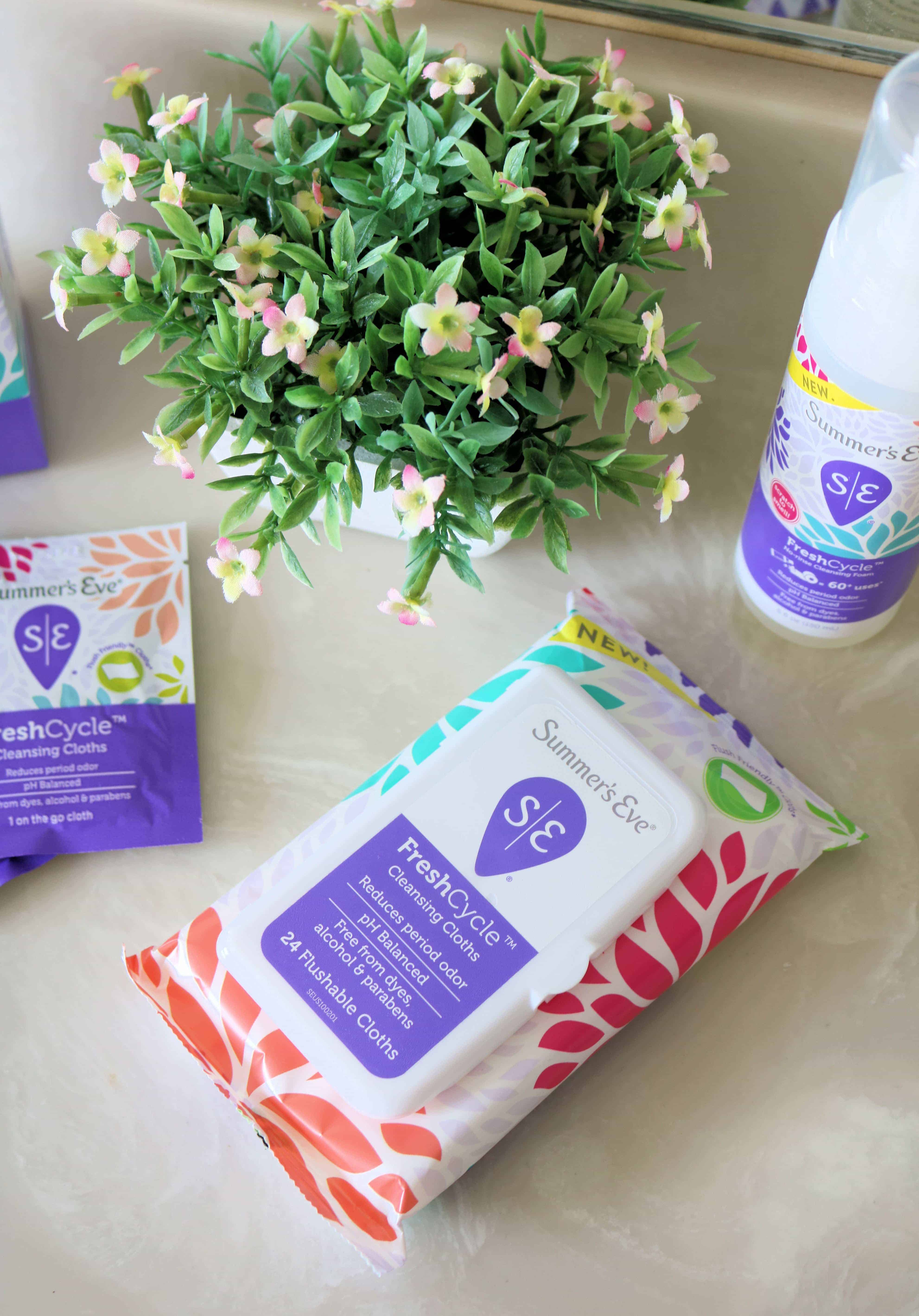Want to feel more confident and fresh during your monthly cycle? Check out the new Summer's Eve FreshCycle collection with at-home and on-the-go feminine hygiene products for women. #ad #FreshCycle #SEFreshAF