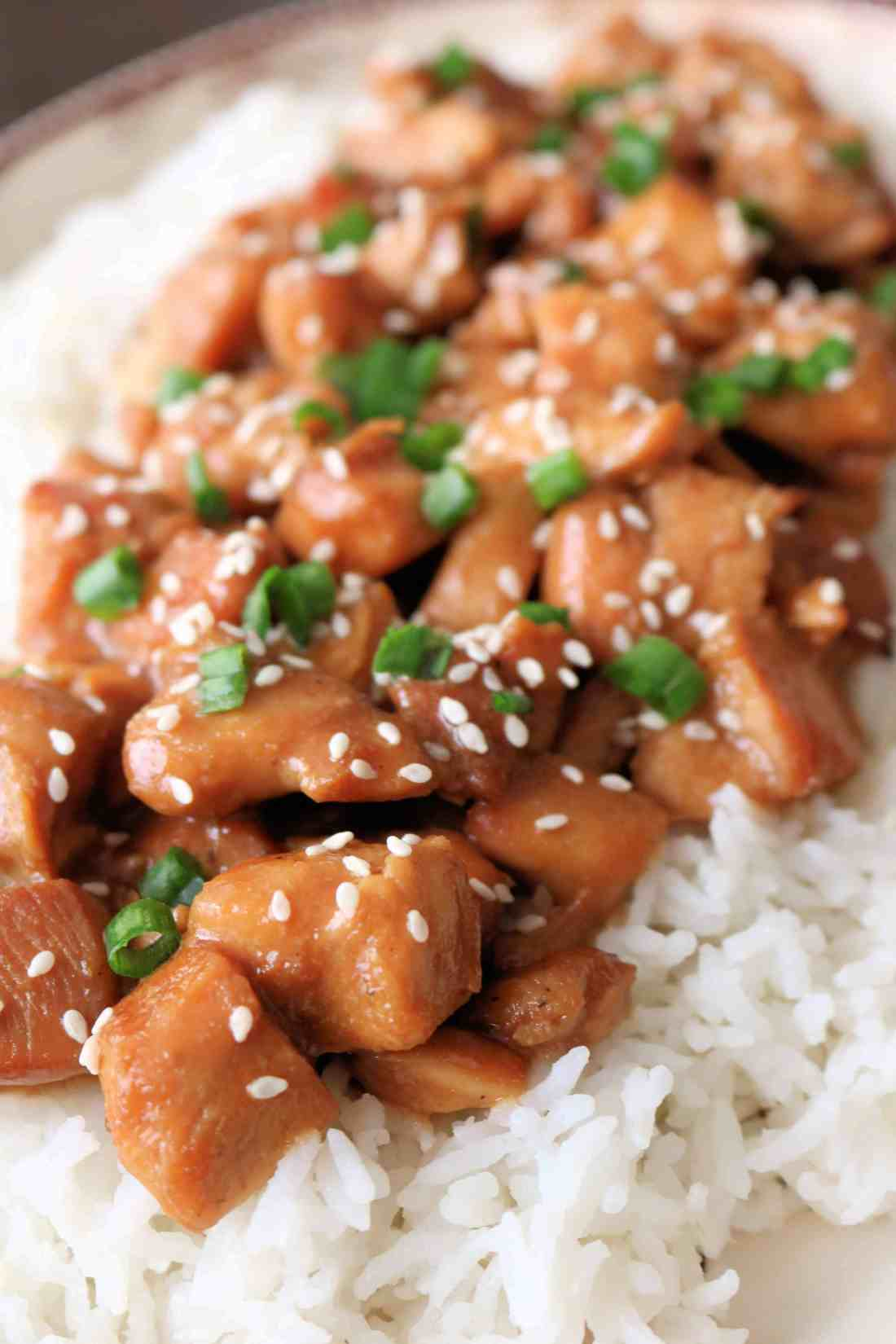 Try my healthy and delicious slow cooker honey sesame chicken for an easy weeknight meal! It only takes 2 hours in the crockpot and tastes even better than takeout!#chicken#chickenrecipe#dinner