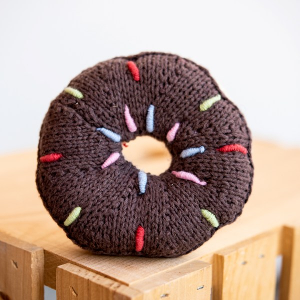 RATTLE DONUT BROWN