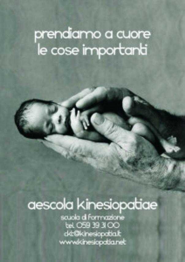 bambino fra le mani - aescola kinesiopatiae
