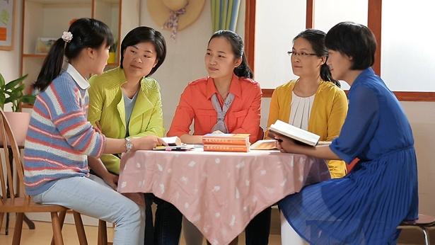 五名基督徒一起聚会