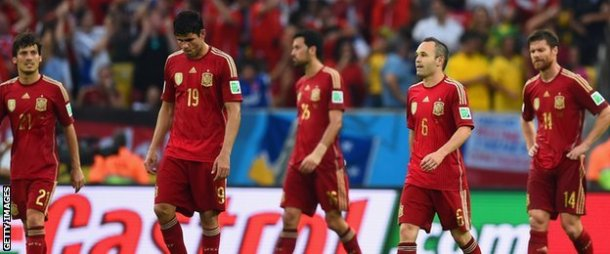A dejected spain side walk off after their second successive defeat. [BBC]