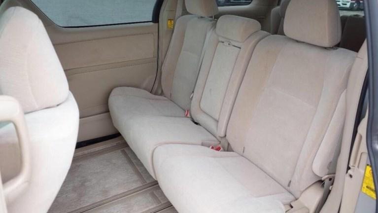 Babuu-Taxi-Services-interior