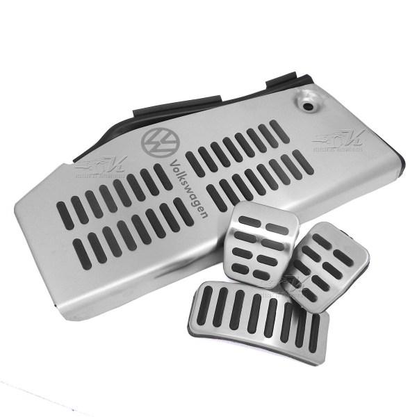 Posapie con grabado laser, cubre pedales en transmision estandar, facil instalacion.