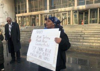 Sherlivia Thomas-Murchinson, one of the lead plantiffs in the federal class action lawsuit, recently protesting in front of Kings County Supreme Court. Photo Credit Kelly Mena.