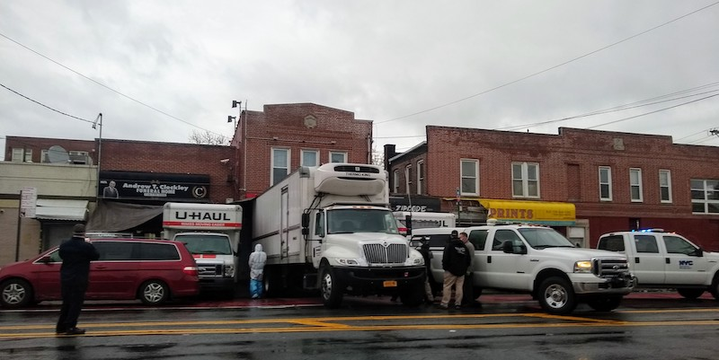 Coronavirus: New York funeral home puts corpses in lorries