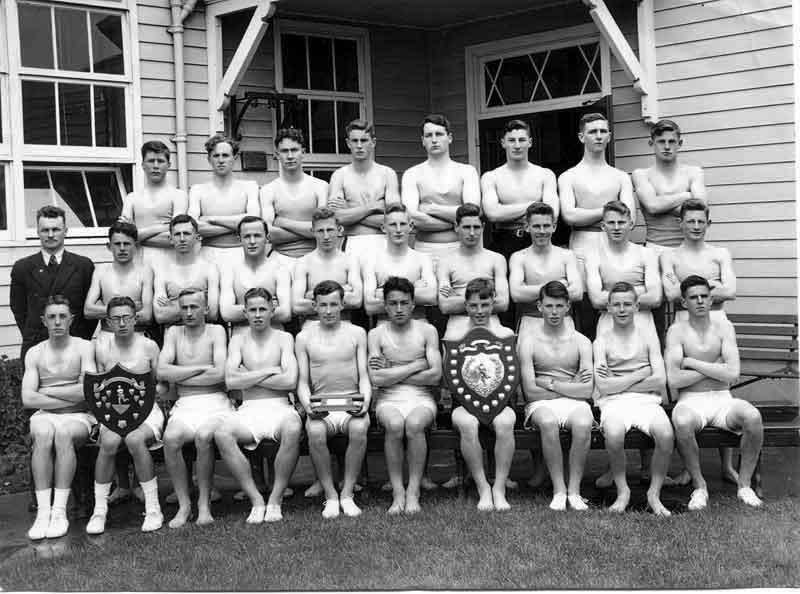 1947---Athletics-Full-Team