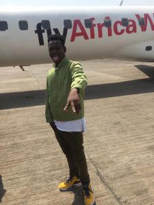 Koo Ntakra fly to Takoradi by air by his sugar mummy - Kingsmotiongh