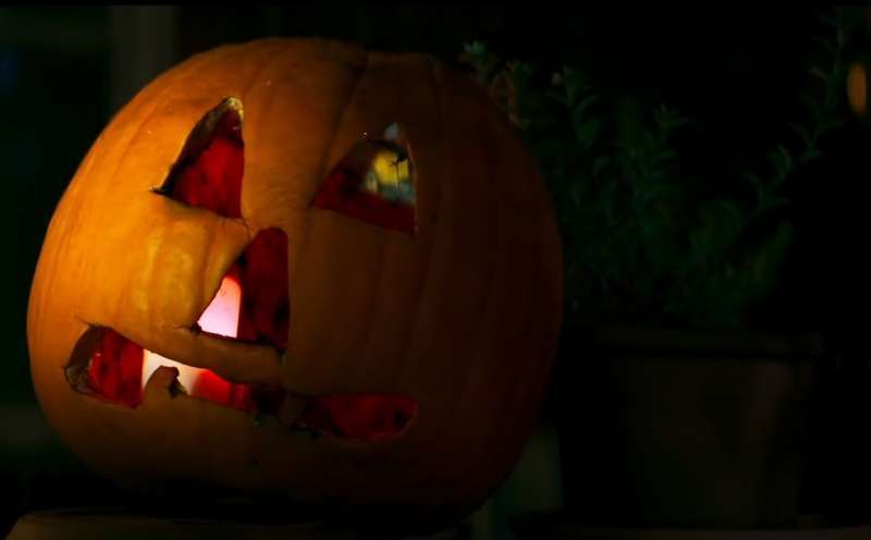 We may earn commission on some of the items you choose to buy. Halloween Kills (2021) | Film, Trailer, Kritik