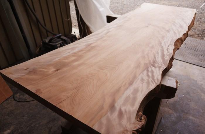 樺一枚板ローテーブル