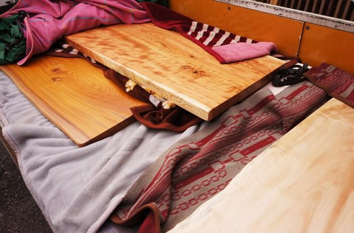 木の一枚板テーブル