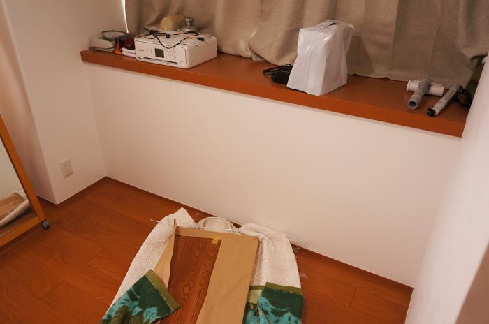 壁のスペースを活かすカウンターテーブル