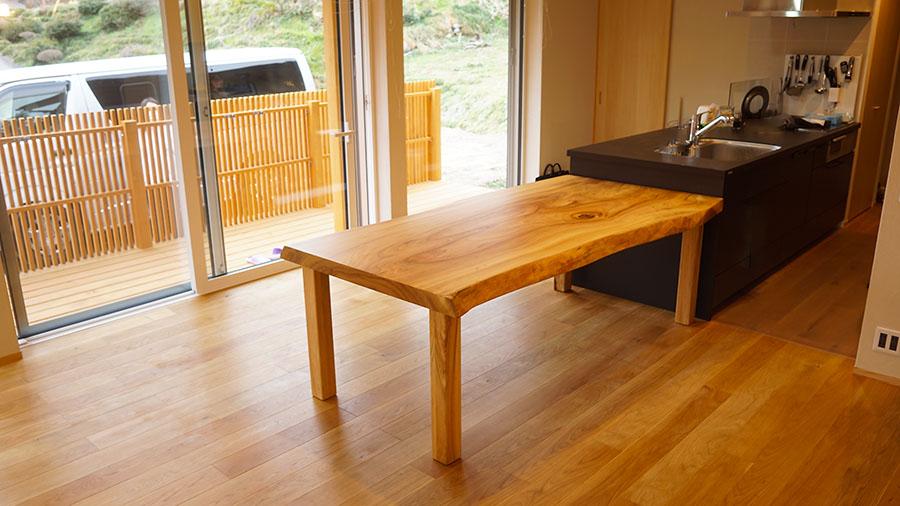 楠無垢一枚板テーブル