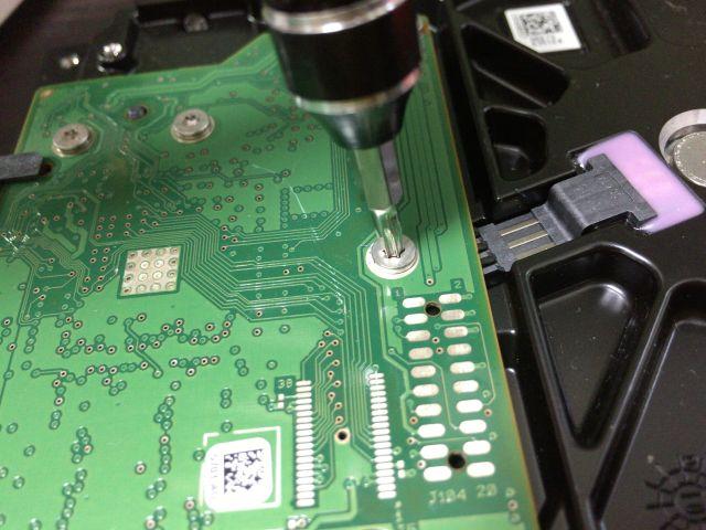 ハードディスク内の特殊なネジ穴