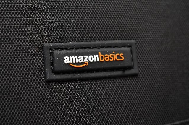Amazonベーシックのカメラバッグ