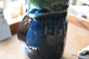 Traditional, lacqwuer based kintsugi, Cup handle restoration.