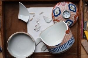 Traditional kintsugi, Edo Imari container